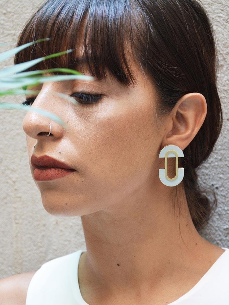 Elegant stud earrings