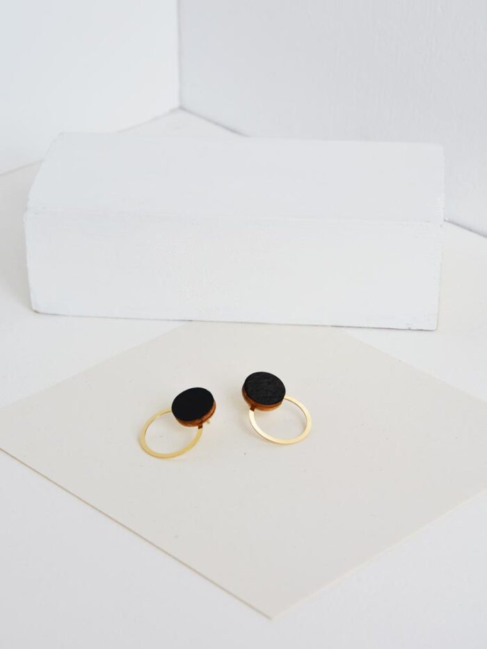 Black circle earrings SATURNO